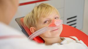 Moderene Lachgassedierung bei Zahnarztangst - Zahnarzt Dr. Janschitz Weißenhorn